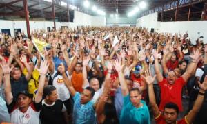 Base vota a favor da proposta e greve é finalizada