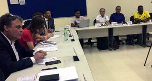 Esgotar o caminho do diálogo com unidade, serenidade e luta para construir um acordo favorável aos trabalhadores