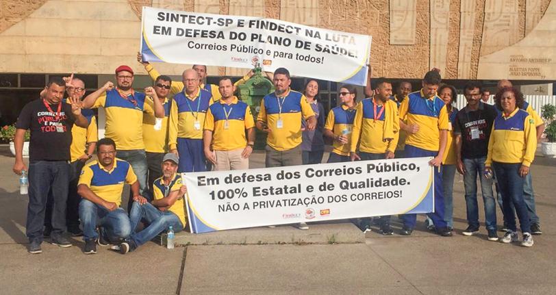 Direção dos Correios tenta dar golpe no Postal Saúde, mas categoria se mobiliza e impede