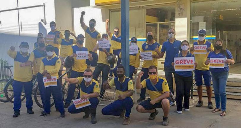 #SaiuNaMídia: Em greve, funcionários dos Correios fazem protesto nesta terça