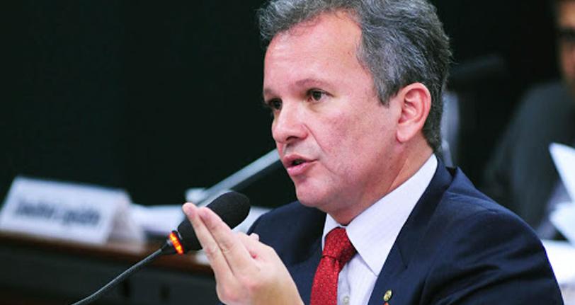 Ex-ministro faz pronunciamento em defesa dos Correios